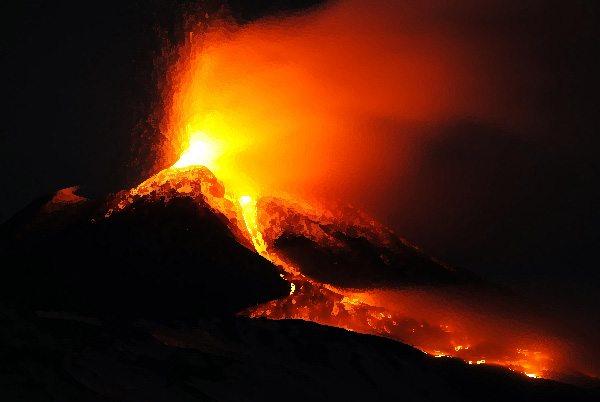 "Monstros Gigantes – Kaiju: Como escrevi ""Sob o Etna"""